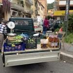 Förutom frukt och grönsaker säljs oliver i lösvikt