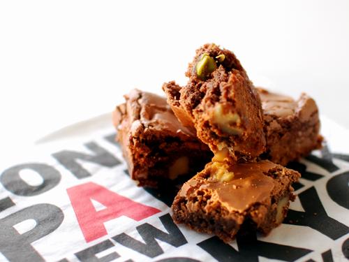 Brownies med nötter och vit choklad