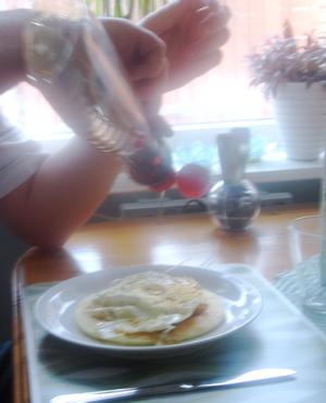 alltså, lägg ett stekt ägg på pannkakan och toppa med lönnsirap och bacon :)