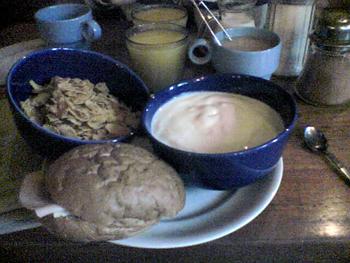 suddig mobilbild på filfrukost från Kaffe & Annat
