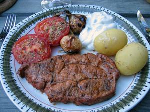 Grillad fläskkarré med färskpotatis m.m.