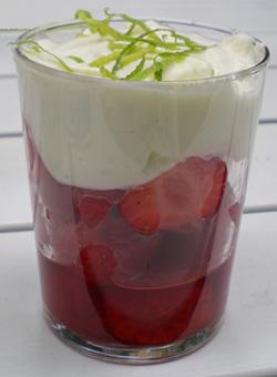 Flädermarinerade jordgubbar & limecreme