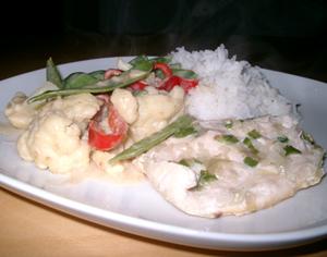 Kyckling, wokade grönsaker och ris