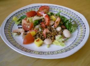 Bön- och linssallad med kräftstjärtar
