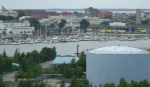 Utsikt mot Gästhamnen - och det märks att Karlskrona är en ö, för vattnet fortsätter ju på andra sidan centrum