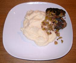 Cevapcici med potatis- och palsternacksmos och olivtopping