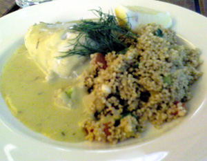 Sparrisfylld gös med couscous och basilikasås