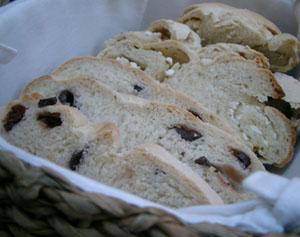 Oliv- resp. fetaostbröd