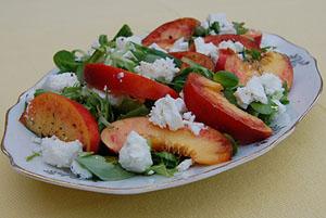 Sallad med nektariner och fetaost