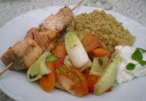 Laxspett, quinoa, ångade grönsaker och naturell yoghurt