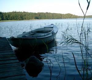Ytterligare en vy över sjön i skymningen