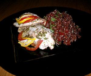 Fylld kycklingfilé och röd quinoa