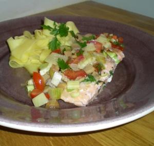 Lax med grönsaker och pasta