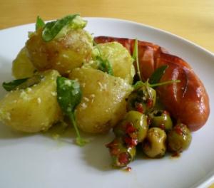 Lime- & parmesanpotatis, chorizo och chilimarinerade oliver