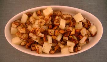 Manchego med rostad rotselleri, pistagenötter och honung