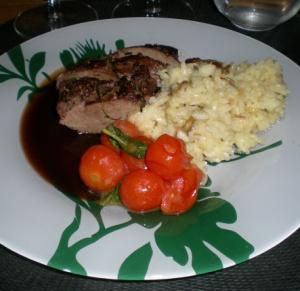 Rådjurssadel med portvinssås, risotto och tomatkompott