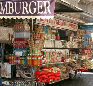 Snacks och dricka till försäljning i mobil vagn