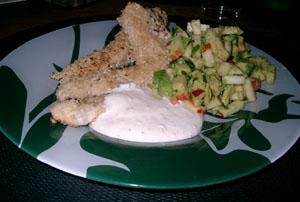 Sesampanerad kyckling med avokadosallad och ingefärssås