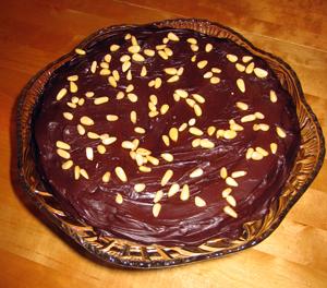 Chokladkaka med tryffel och pinjenötter