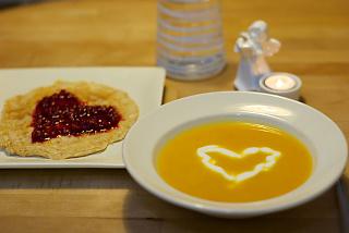 Morotssoppa<br /> med ingefärsyoghurt