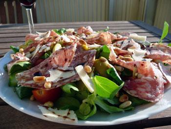 Sallad med fänkålssalami och parmesan