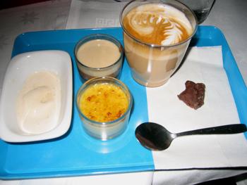 Kaffeglass, nyponcurd med kaffekräm, kaffebrulé med apelsinsocker och tryffel