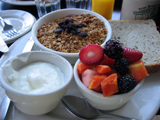 Granola & fruit salad