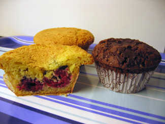 Amerikanska hallonmuffins och Chocolate chip muffins