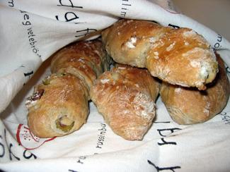 Bröd med oliver och valnötter