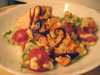 Risotto med tomat, ruccola och pinjenötter